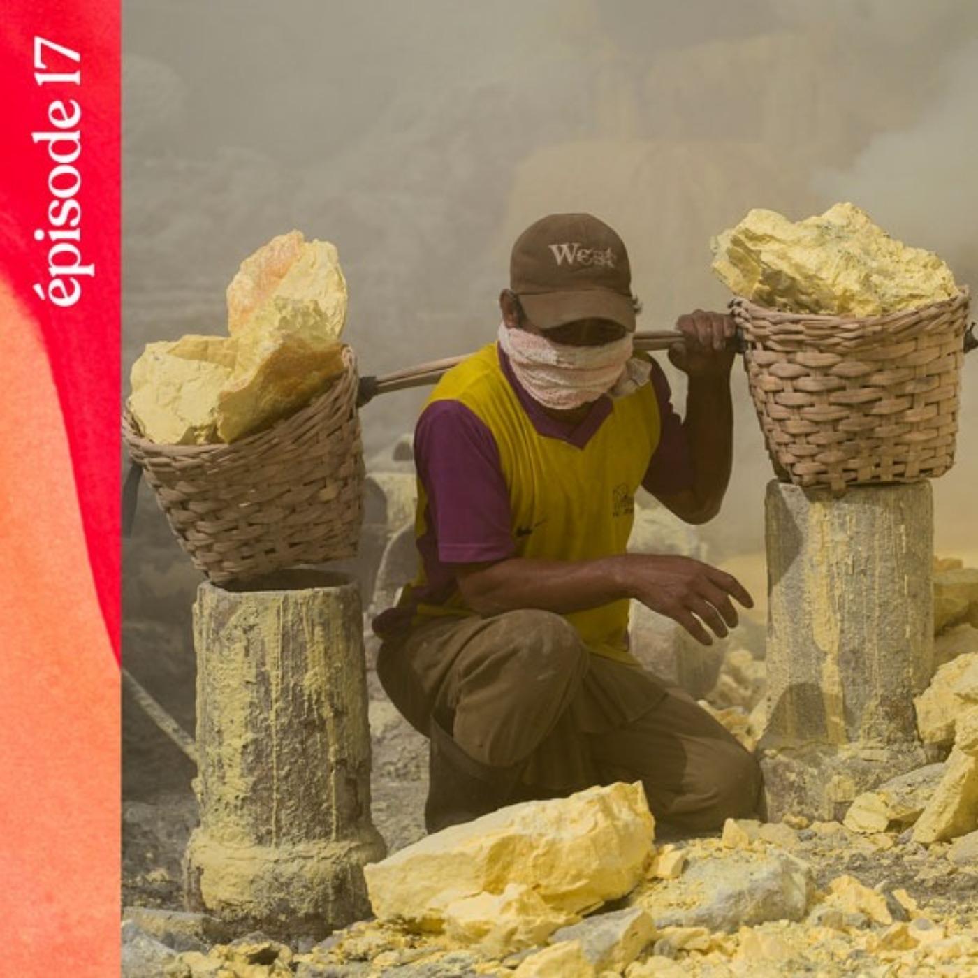 #17 — Les vapeurs de soufre du volcan Kawah Ijen, avec Sidney Léa Le Bour
