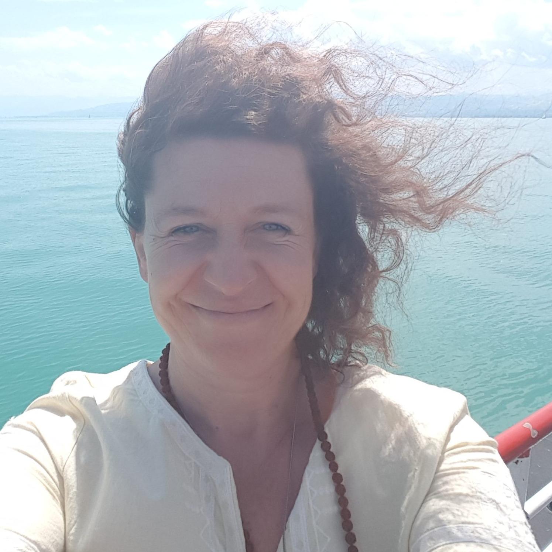 Épisode #40 - Céline Tadiotto : Comment la thérapie transgénérationnelle nous aide à nous libérer du passé, les clés pour se libérer de notre passé