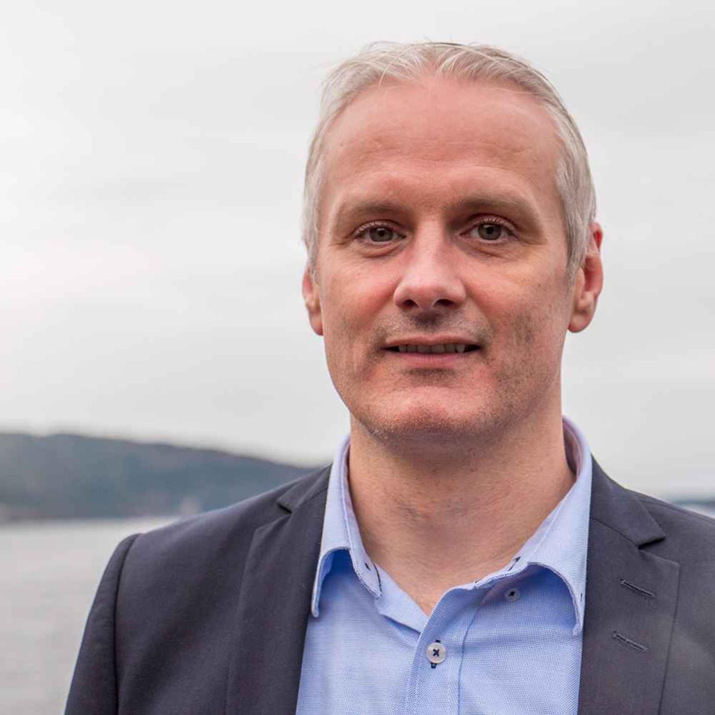 Han har doktorgrad i Finans og er professor på NHH - nå er Jan-Magnus Moberg ny partner i PwC