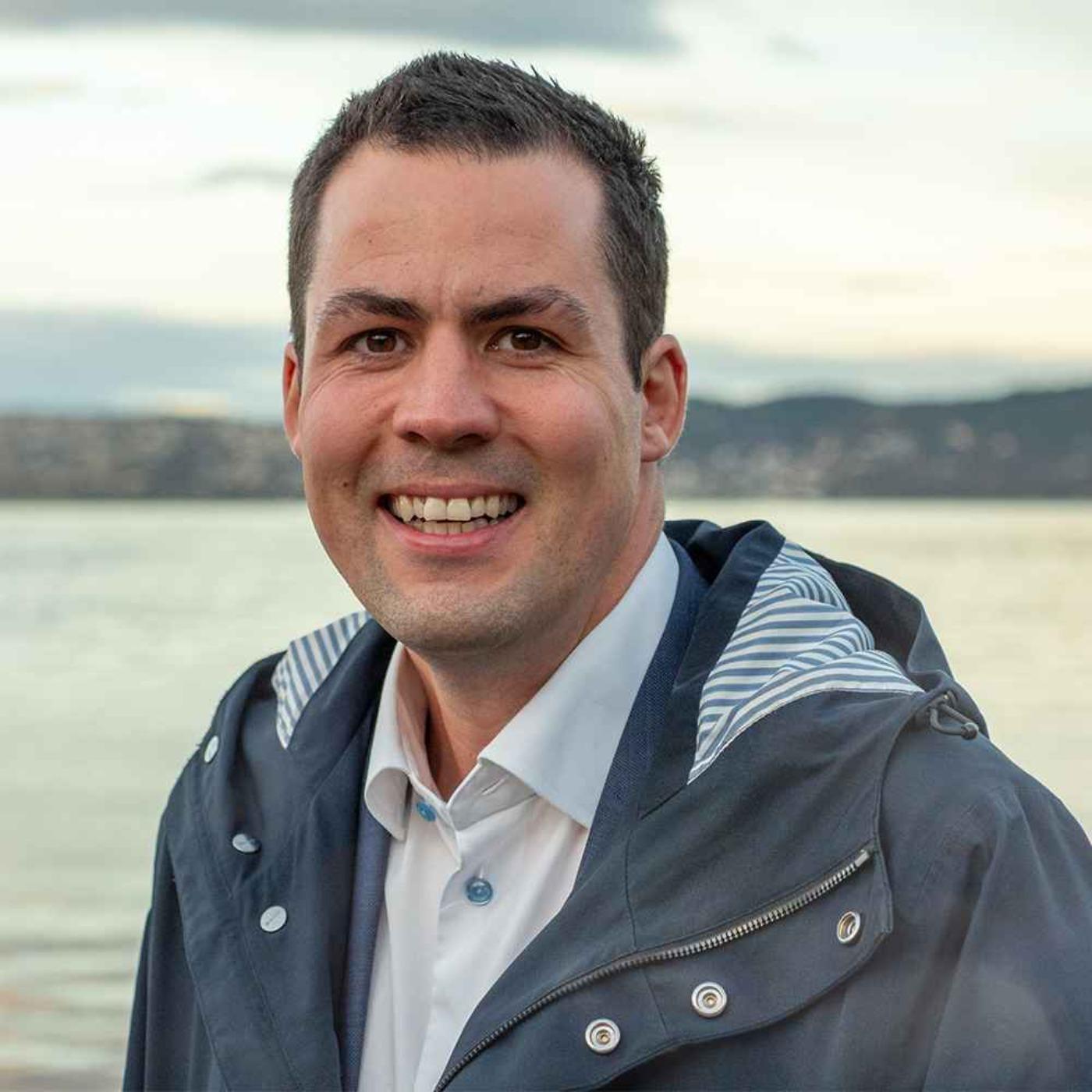 Transaksjonsrådgiver, revisor og en fot innen Sammenliknende politikk. Dette er Øyvind Kvinge - ny partner i PwC.