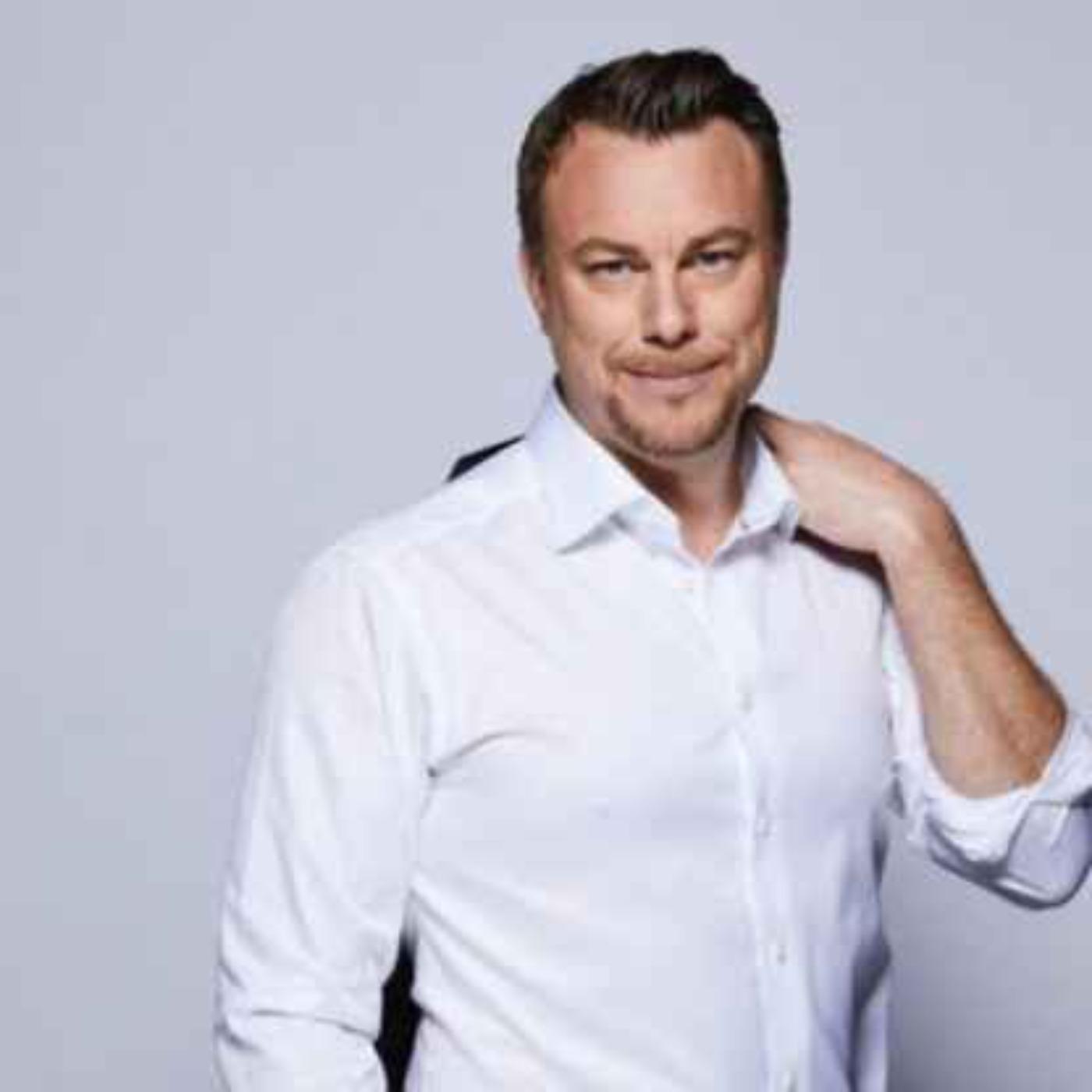 Jonas Karlsson - Sportjournalisten och krönikören som är aktuell som ankare för OS sändningarna